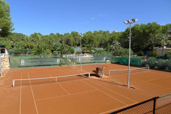 Jonathan Markson Tennis Training Camps Abroad